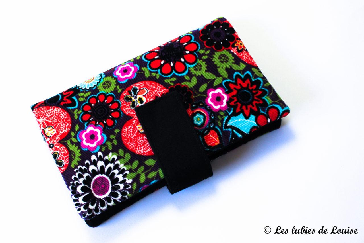Un portefeuille multifonction coloré pour Leïla