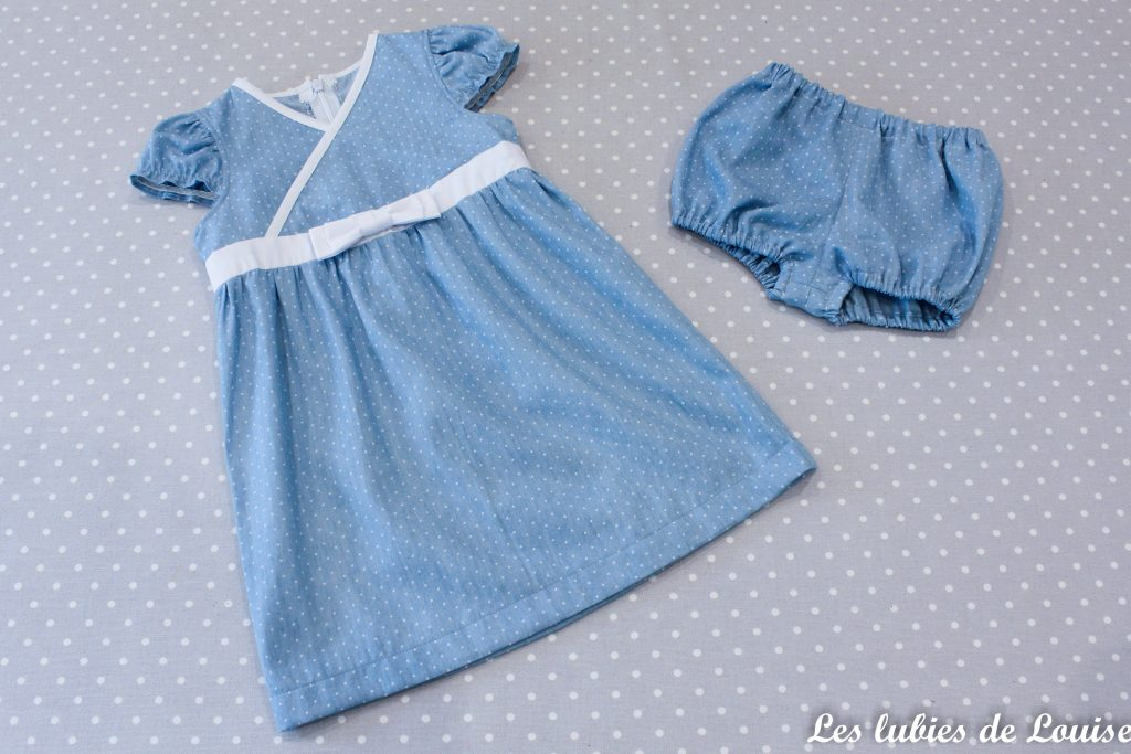 Des vêtements de petite fille dans mes chutes de tissu