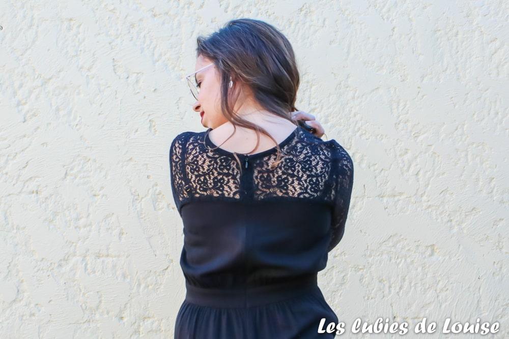 Zip invisible cousu sur une robe en dentelle