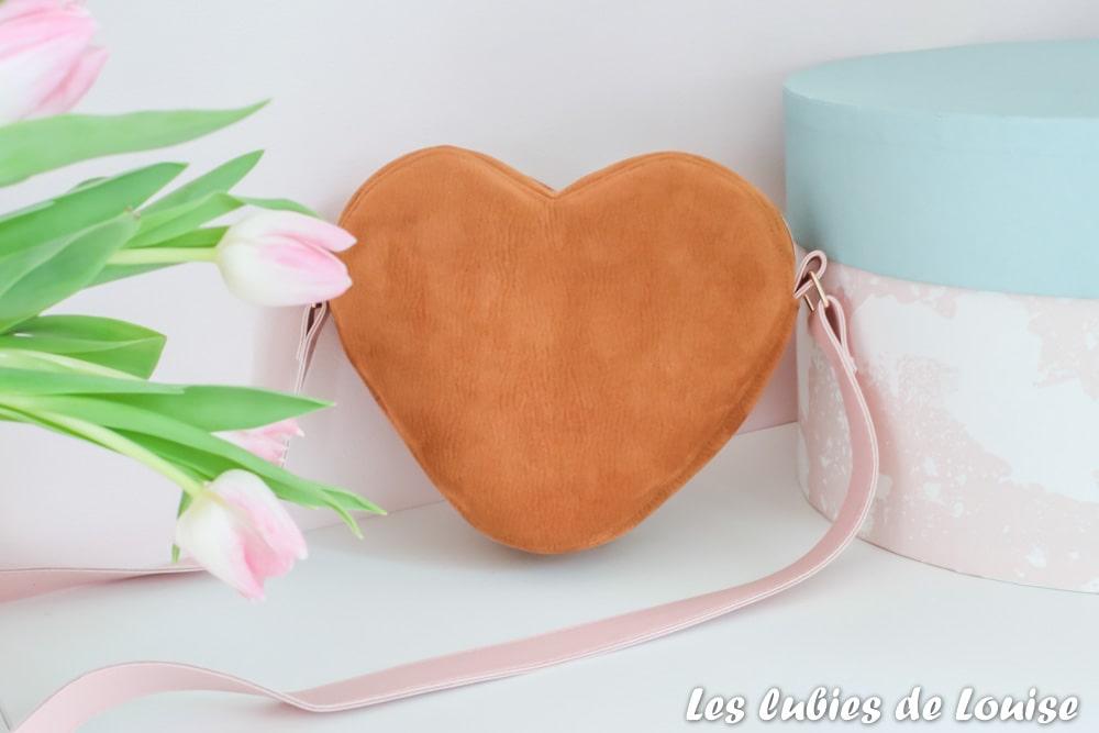 Sac coeur et tulipes