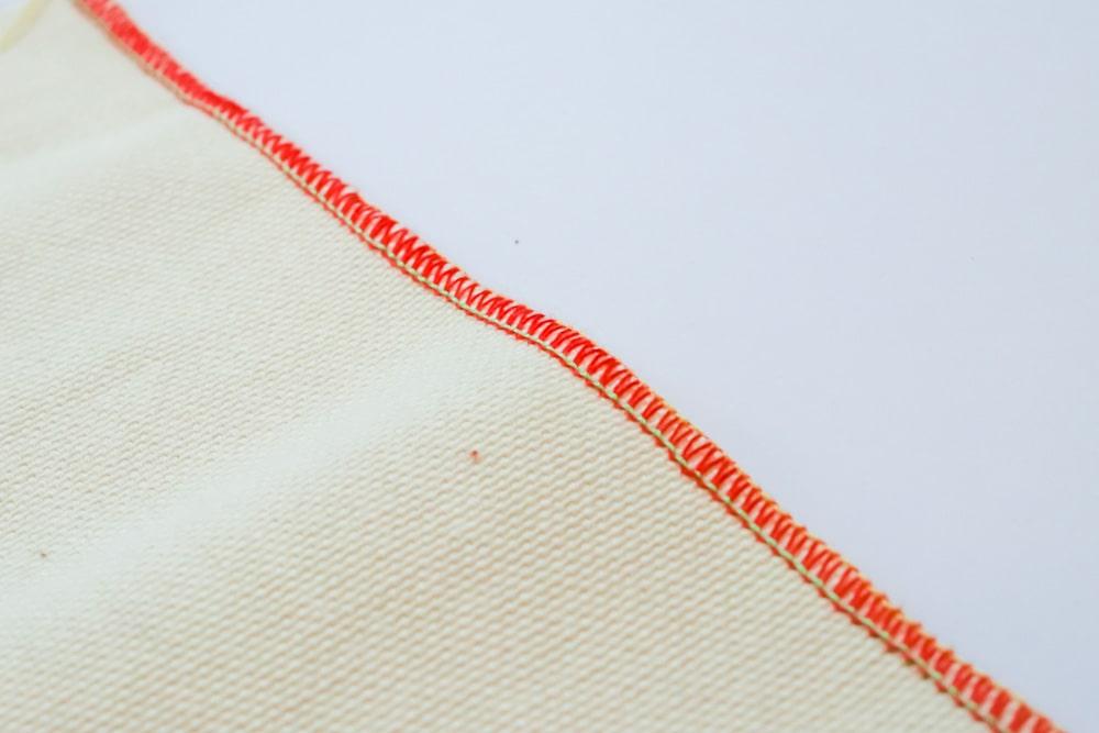 Bord étroit pour terminer un tissu
